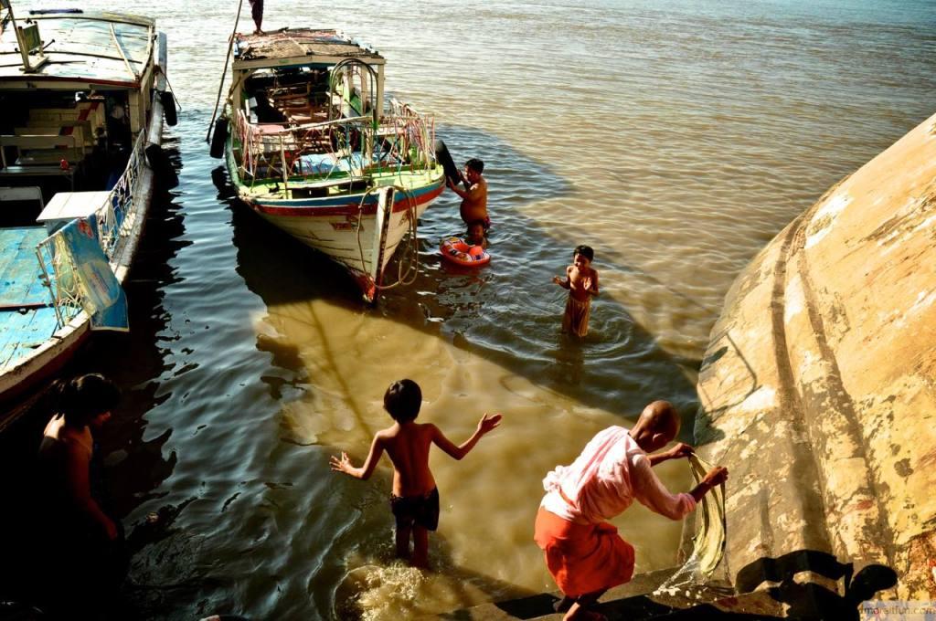 ミャンマーの水浴び