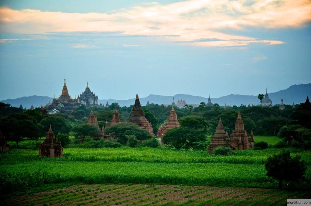 ミャンマーの名も無きパゴダ
