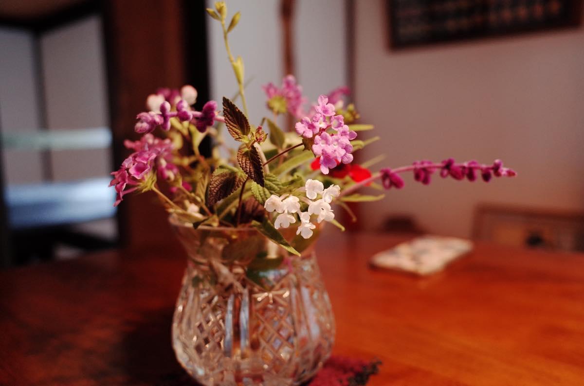花瓶に刺さった花
