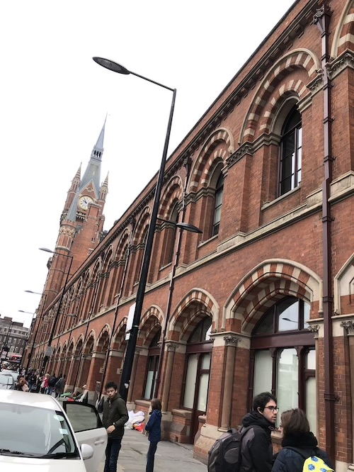 ロンドンのセントパンクラス駅外観